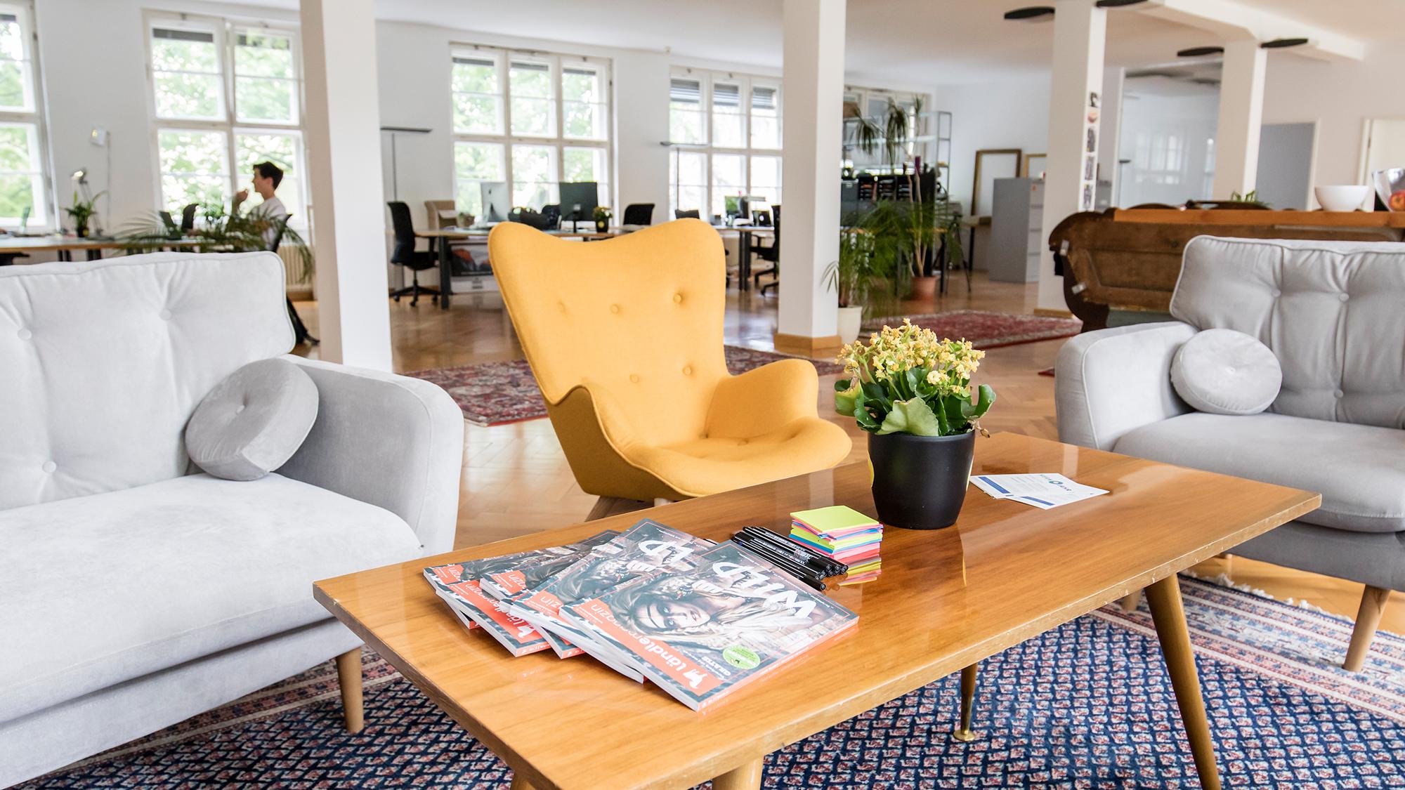 gelbe couch best tanami sofa sitzer gelb with gelbe couch elegant kleines wohndesign wandfarbe. Black Bedroom Furniture Sets. Home Design Ideas